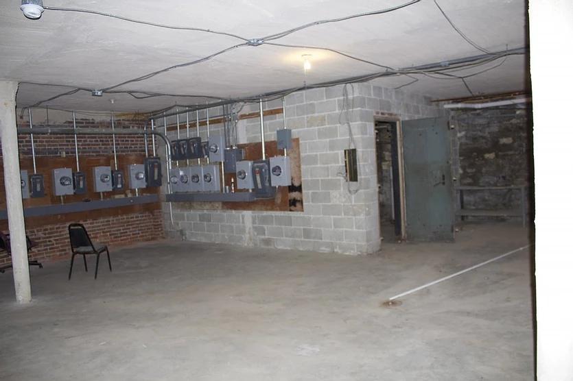 2731-41 Cherokee - Basement